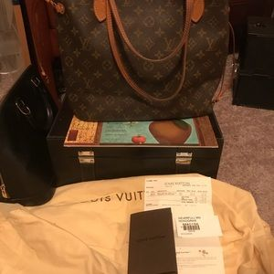 d72a6a3bdefe Louis Vuitton Bags - Louis Vuitton Neverfull MM Used Condition As Is